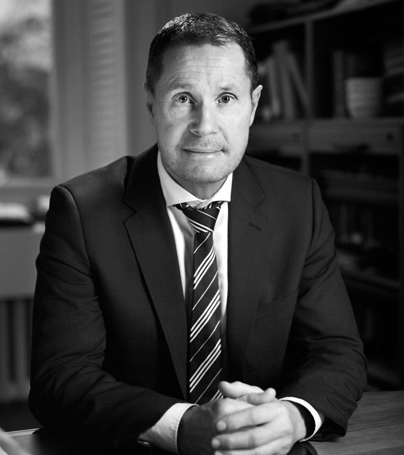 Urban Giborne, Advokat inom affärsrätt.